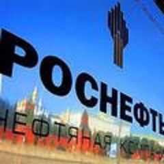 Russian oil giant Rosneft PJSC sold its assets in Venezuela to the Russian government, in what may be a maneuver to avoid any U.S. sanctions in an escalating fight between Caracas, Washington and Moscow.