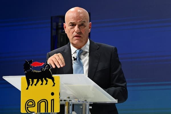 BOOSTING OUR TRANSFORMATION Eni strategic plan 2021-2024: towards zero emissions