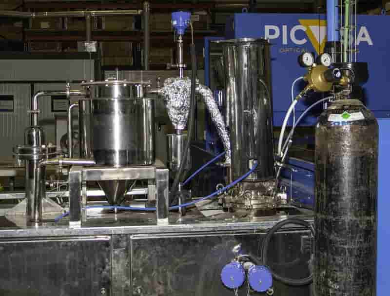Chemical recycling of plastic waste: working towards complete recycling